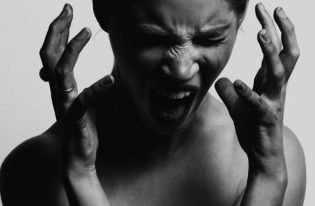 vrouw-schreeuwen-frustratie