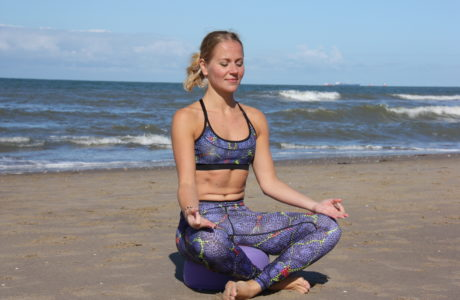 woman-beach-sea-eyesight-exercises