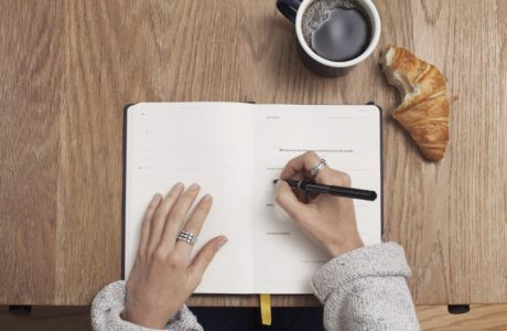 notitieboek-schrijven-croissant-dankbaarheid