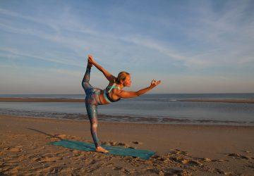NiceDay blog: n deze blog vind je meer verrassende feiten over de Nederlandse stranden, een aantal van mijn strandyoga sessies en een overzicht van de beste locaties voor strandyoga in Nederland.