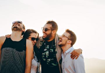 vrienden-lachen-humor-tips
