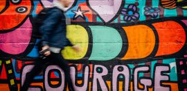 man-muur-graffiti-moed
